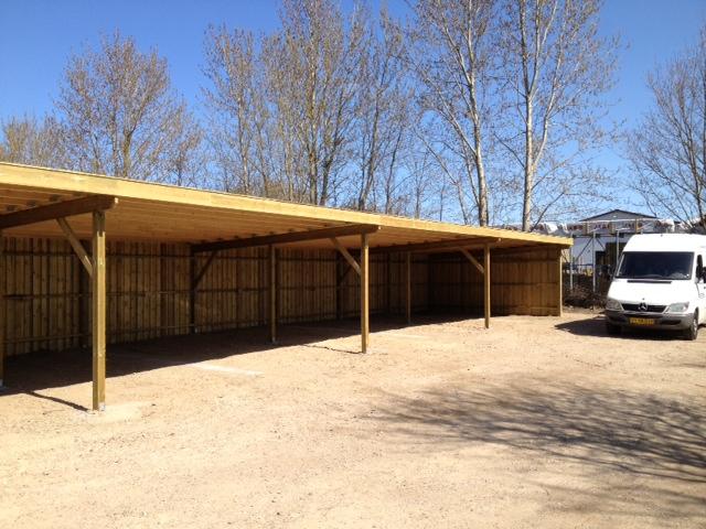 Carport til boligblok bygget i træ